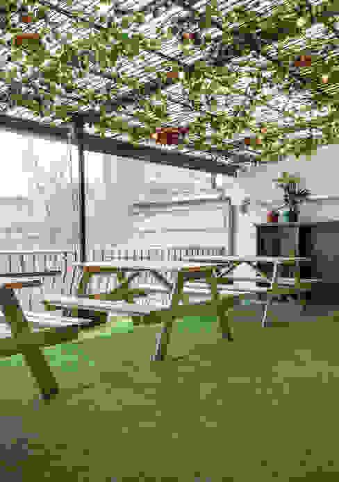 Terraza: Terrazas  de estilo  por LEON CAMPINO ARQUITECTURA SPA, Moderno