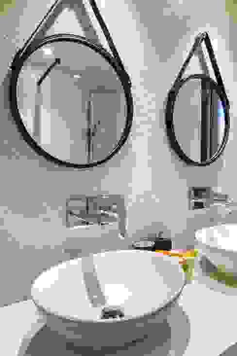 Detalle del baño del dormitorio ppal. Baños de estilo ecléctico de homify Ecléctico Mármol