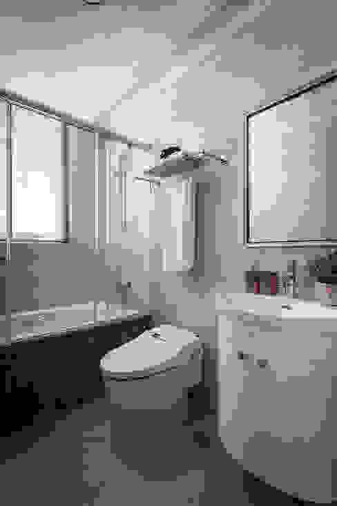 Interior Design - Ko Residence: 極簡主義  by 王子華設計工作室, 簡約風