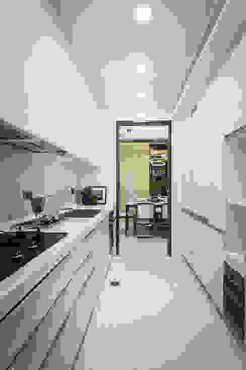 王子華設計工作室 Living roomCupboards & sideboards