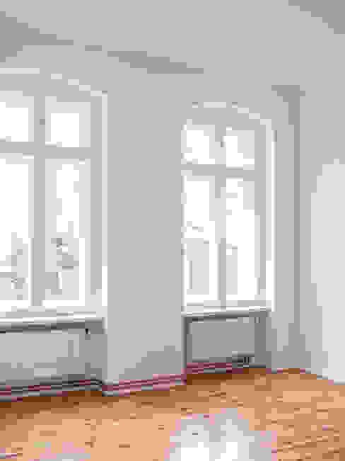 Innenausbau einer Altbauwohnung in Berlin-Charlottenburg:  Schlafzimmer von Holzeco GmbH - Komplettsanierungen in Berlin,