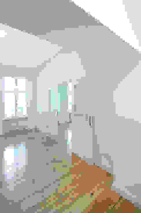 Eine Flügeltür als Räume verbindendes Element Holzeco GmbH   Haus- & Wohnungssanierung   Komplettsanierung von A - Z Klassische Wohnzimmer