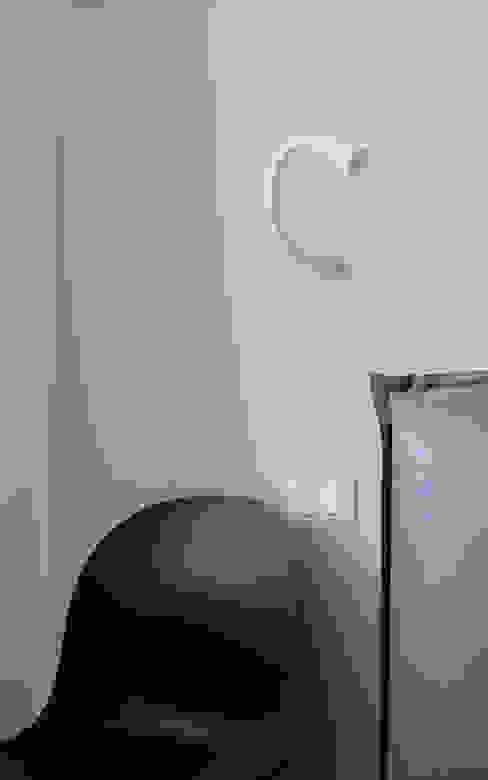 Testiera letto DIAGONALE - STUDIO Camera da letto moderna Marrone