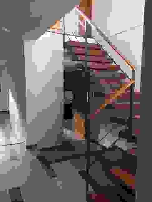 Escalera: Escaleras de estilo  por Arqsol