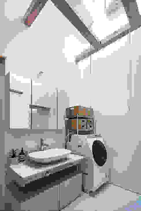 西の宮・HOUSE・D 吉田裕一建築設計事務所 ミニマルスタイルの お風呂・バスルーム