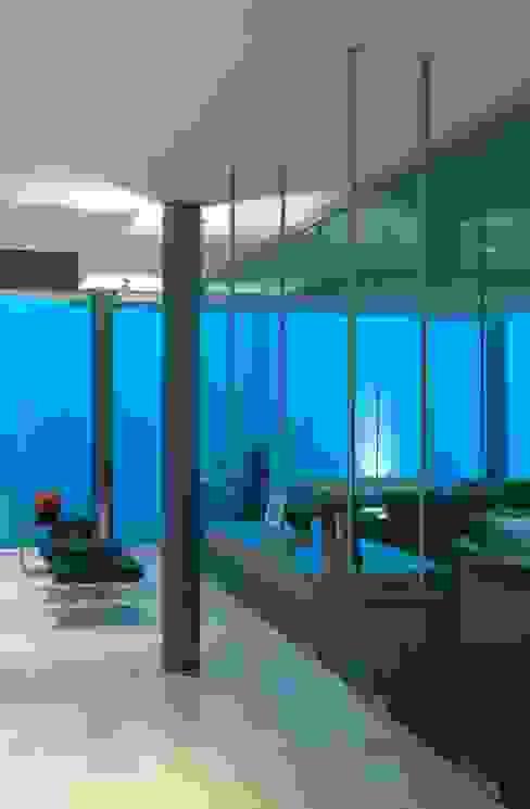 Fenêtres en PVC de style  par TaAG Arquitectura,
