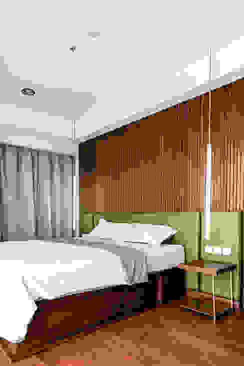 Guest Bedroom Kamar Tidur Gaya Industrial Oleh FIANO INTERIOR Industrial Kayu Wood effect