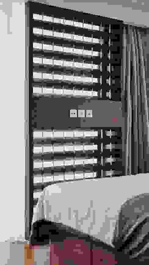 TV Panel Kamar Tidur Gaya Industrial Oleh FIANO INTERIOR Industrial Kayu Wood effect