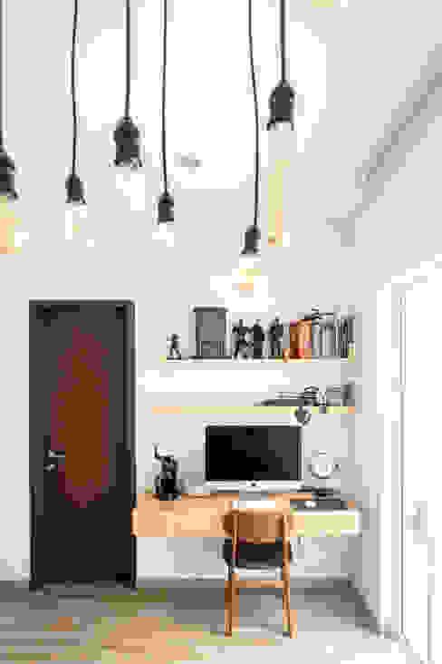 Tempat Bekerja:  Study/office by FIANO INTERIOR