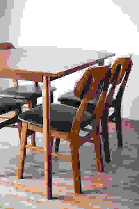 Meja Makan Minimalis:  Dining room by FIANO INTERIOR