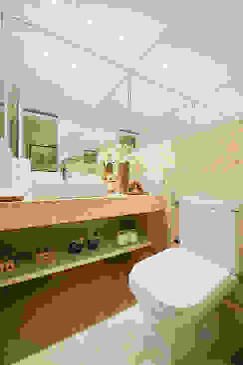 Apartamento por Arquiteto em Fortaleza RI Arquitetura Banheiros modernos