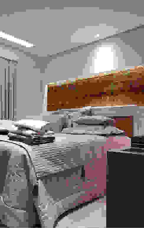 Phòng ngủ by INSIDE ARQUITETURA E DESIGN