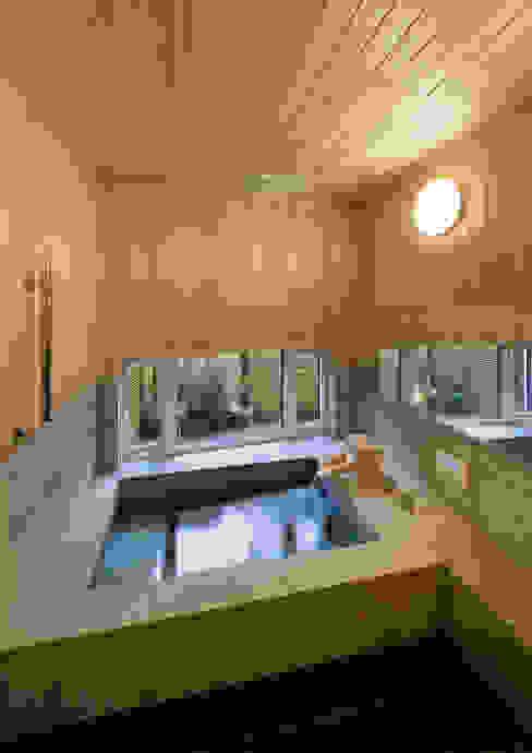 三条の家 浴室 Koshigoe Architects 腰越耕太建築設計事務所 オリジナルスタイルの お風呂 無垢材 木目調