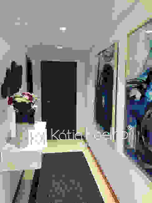 Moradia em Barcelos Atelier Kátia Koelho Corredores, halls e escadas modernos