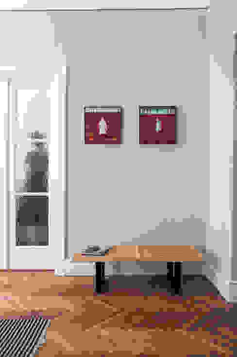 Warszawa Filtry Loft Kolasiński Eklektyczny salon Drewno Biały