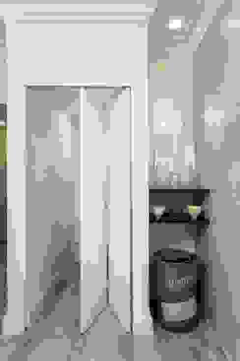 Small Spaces Deborah Garth Interior Design International (Pty)Ltd Modern Corridor, Hallway and Staircase