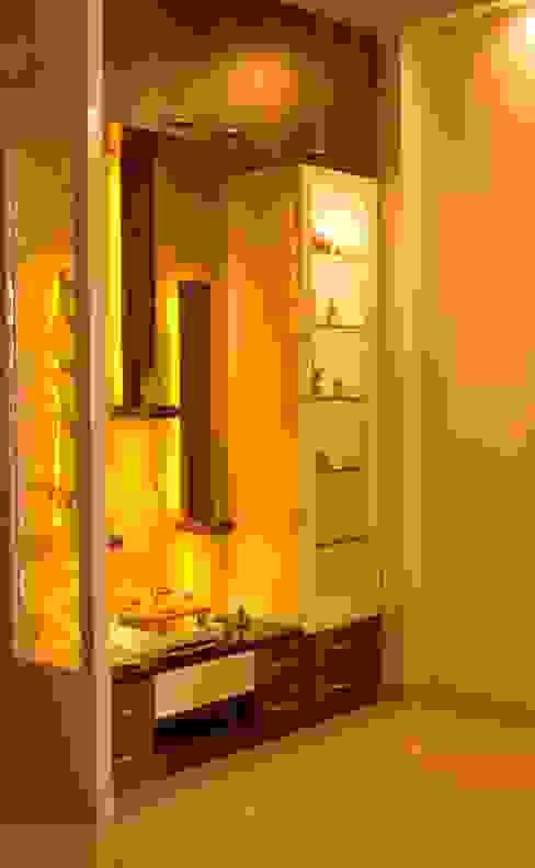 MANDIR UNIT WITH DISPLAY AND STORAGE: minimalist  by YAAMA intart,Minimalist Wood Wood effect