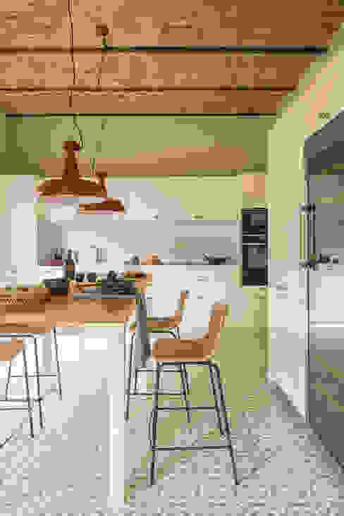 Встроенные кухни в . Автор – The Room Studio, Модерн
