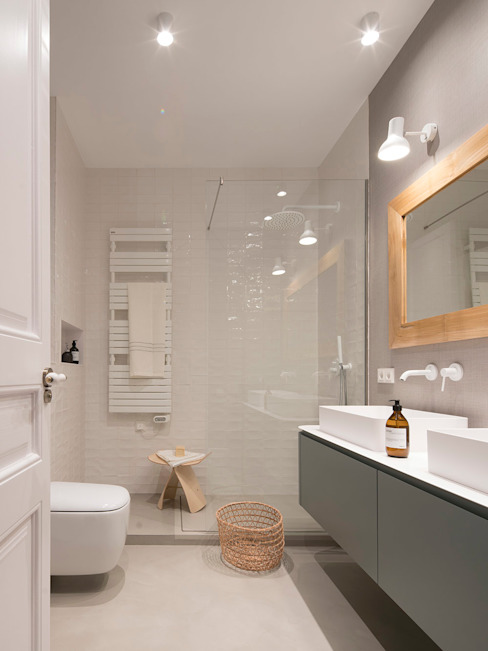Modern bathroom by The Room Studio Modern