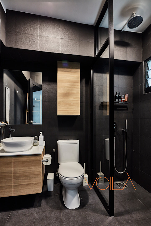 330 Sembawang Close :  Bathroom by VOILÀ Pte Ltd,