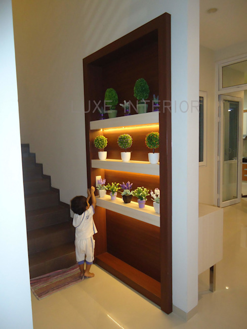 partisi 2 sisi :  Corridor, hallway & stairs by luxe interior