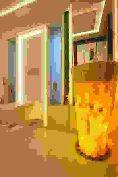 Bathroom lighting option Modern bathroom by Innerspace Modern