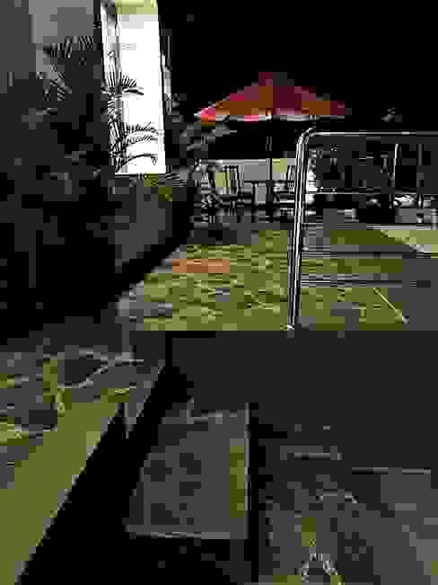 Roof Garden Balkon, Beranda & Teras Modern Oleh homify Modern