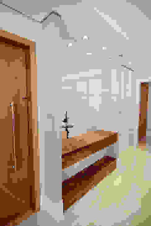 Kaza Estúdio de Arquitetura Pasillos, vestíbulos y escaleras modernos