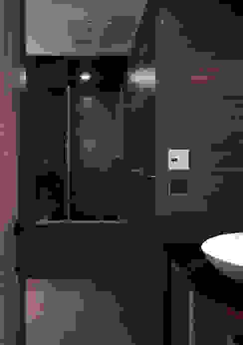 返 - 新北徐宅 現代浴室設計點子、靈感&圖片 根據 形構設計 Morpho-Design 現代風