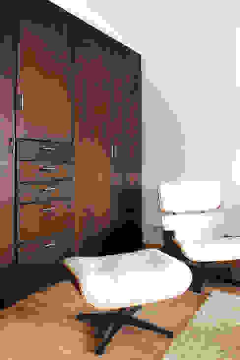 Sala de TV - RESIDENCIA YK2 Molcajete Arquitectura Interiores Diseño Salas multimedia eclécticas