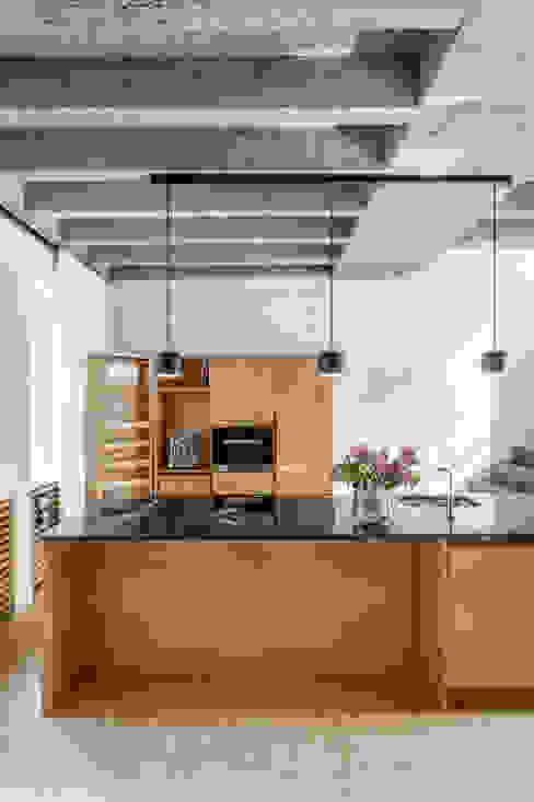 Kitchen units by Corneille Uedingslohmann Architekten, Modern Marble