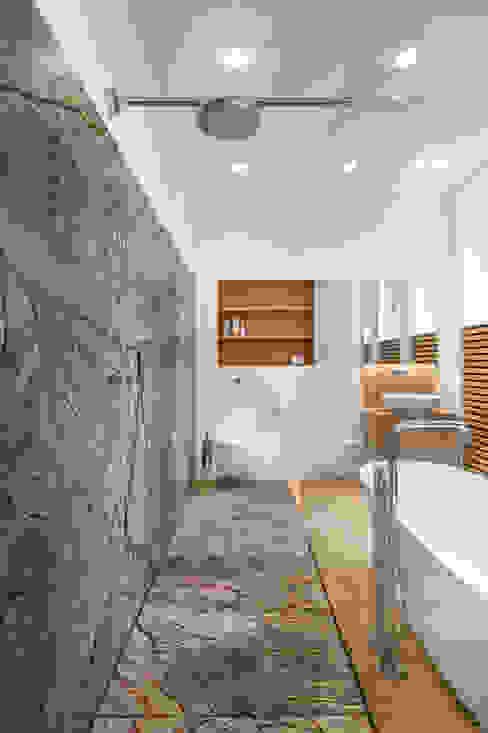 Modern bathroom by Corneille Uedingslohmann Architekten Modern Stone