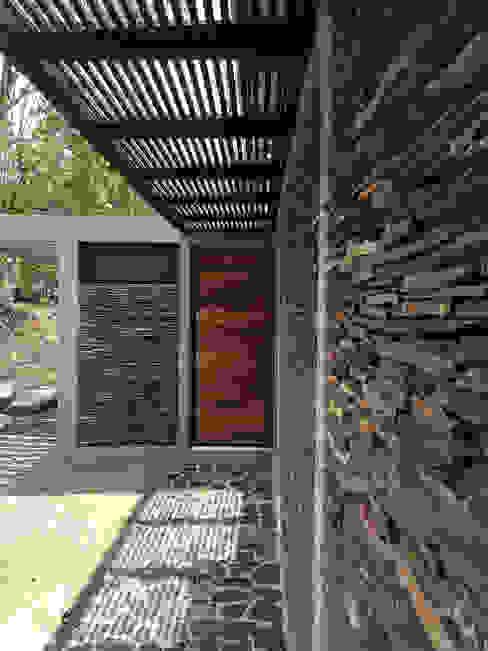 Houses by NOAH Proyectos SAS, Modern