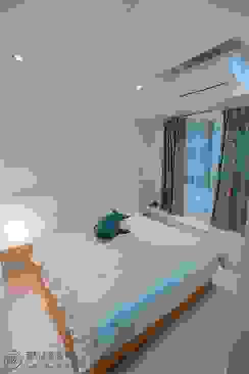 主臥室床頭板與臥榻 根據 藏私系統傢俱 現代風 塑木複合材料