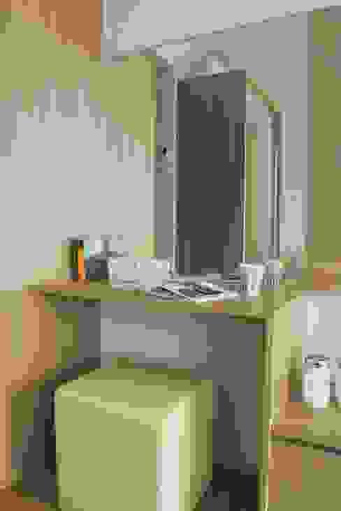 Apartemen Landmark - Tipe Studio:modern  oleh POWL Studio, Modern