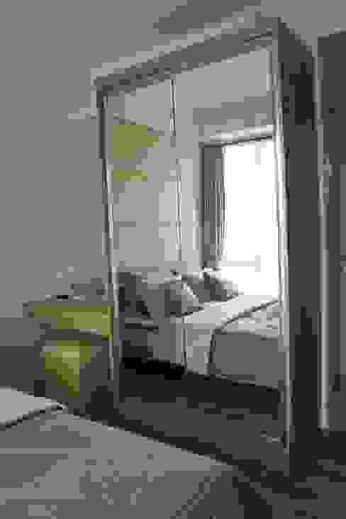 Apartemen Landmark - Tipe Studio:  Dressing room by POWL Studio