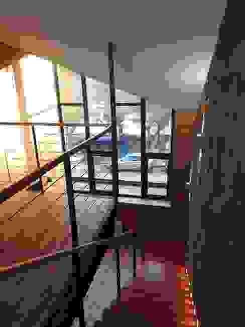 ALTILLO RESTAURANTE PATIO CONDELL de U.R.Q. Arquitectura Moderno