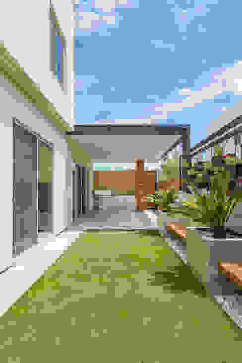 Área Exterior CAF S2 Arquitectos Jardines minimalistas