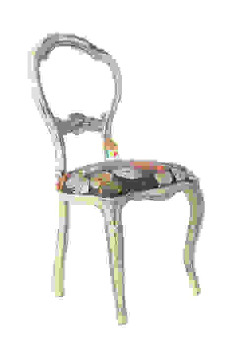 Cadeira branca com relógios por Sent´Aqui Eclético Madeira Acabamento em madeira