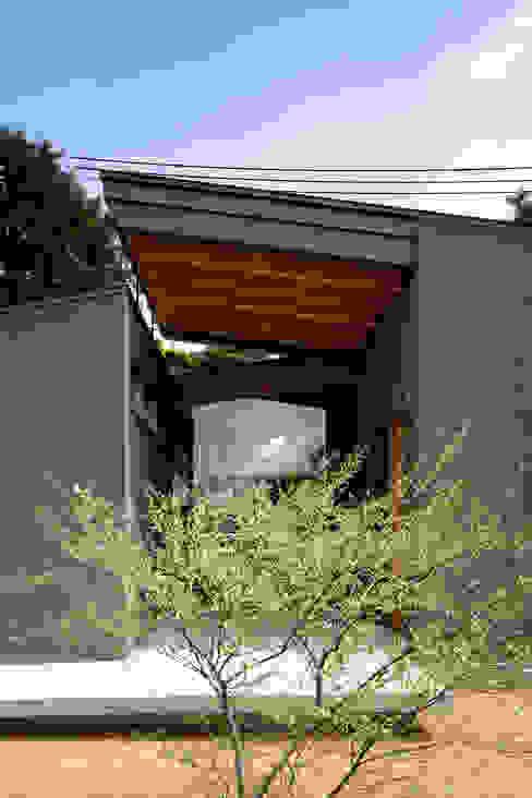 Casas de madera de estilo  por  井上久実設計室