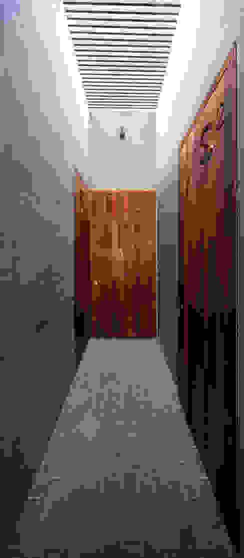 by AGi architects arquitectos y diseñadores en Madrid Minimalist Solid Wood Multicolored