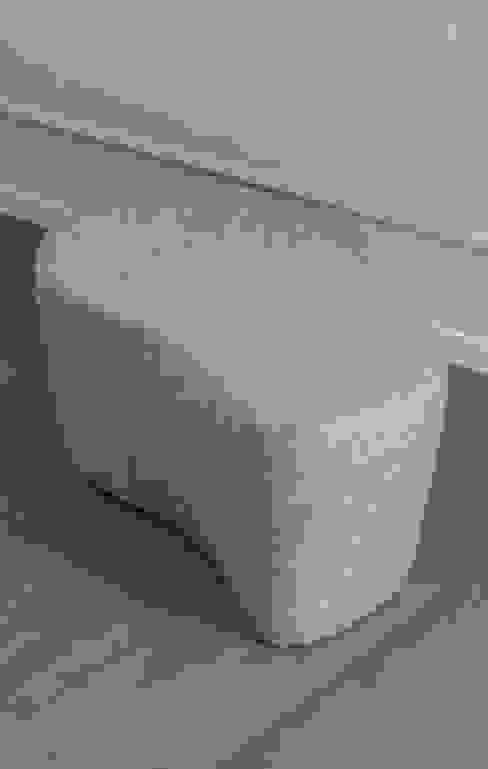 Mobiliario para el hogar y oficinas por Sintesi: Salas de estilo  por BMAA