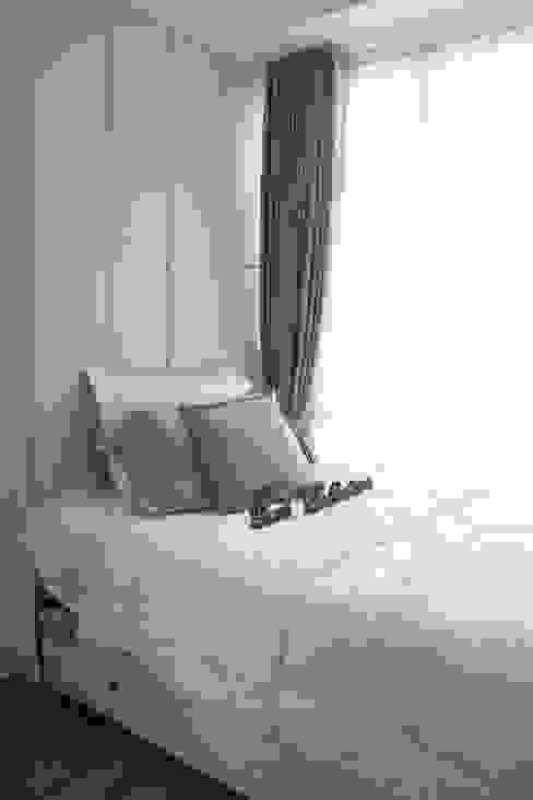 Single Bed: Kamar Tidur oleh POWL Studio,