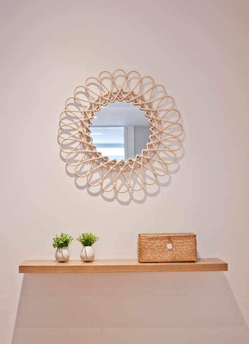 Casa DMD: recibidor AD ARQUITECTURA URBANA Pasillos, vestíbulos y escaleras de estilo minimalista Madera Ámbar/Dorado