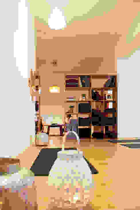 Casa Yogar Qiarq . arquitectura+design Lojas e Espaços comerciais minimalistas Madeira Acabamento em madeira