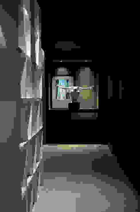 hall de entrada:   por BG arquitetura   Projetos Comerciais,Moderno