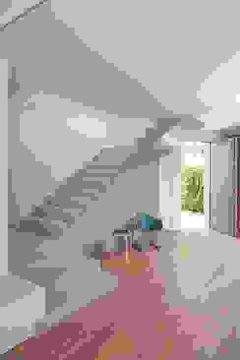 bởi Didonè Comacchio Architects Tối giản Bê tông
