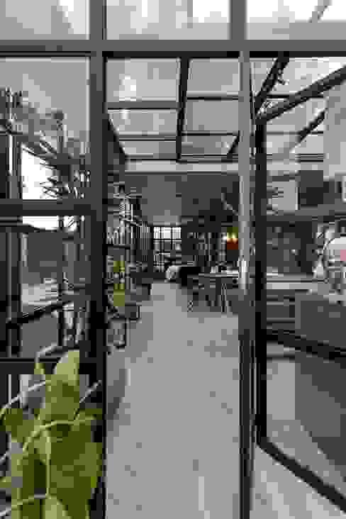 Windows & doors  by Garden Chic Perú