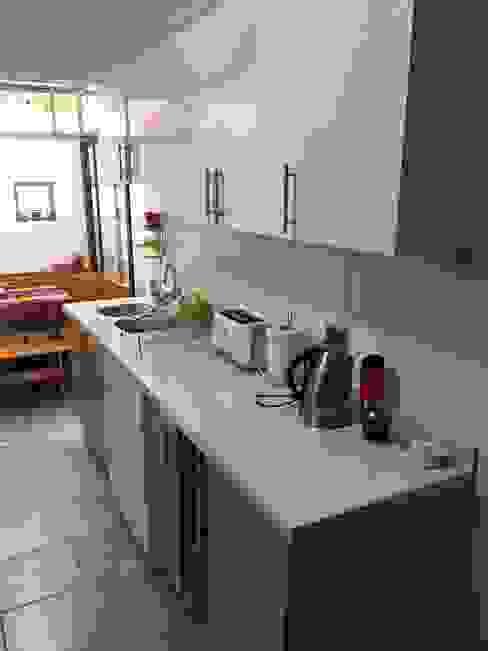 Kitchen by Lares Arquitectura, Modern
