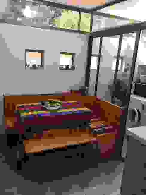 Comedor de diario y nuevo ventanal de separación con logia Cocinas de estilo moderno de ESARCA Moderno